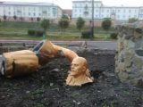 В Росії під час селфі чоловік розтрощив пам'ятник Леніну