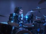 5 років дівчинка здивувала усіх грою на барабані під класичну пісню Van Halen