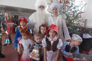 Артисти театру ляльок «Бавка» подарували новорічне свято дітям прикордонників Чопського загону