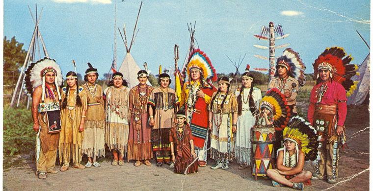 Канадська поштова откритка.Резервація Як Уейк. Вождь Пронизуючий Вогонь і його плем'я