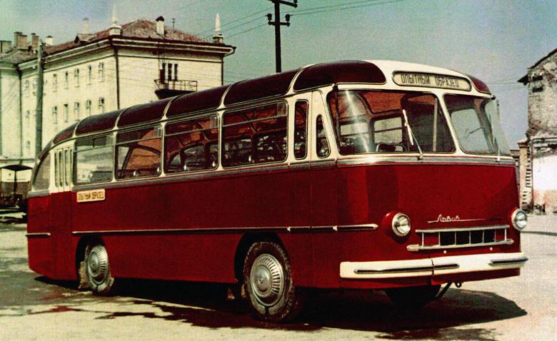 1951 травень — Львівський автобусний завод випустив перші в Україні автобуси.