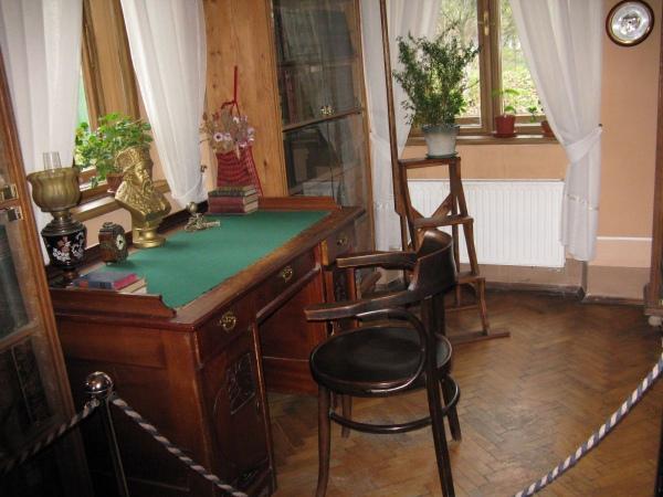 У Львові варто завітати до будинку, де жив і творив видатний літератор Іван Франко.