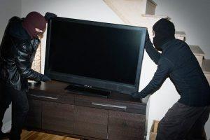 У Львові серед білого дня у власній квартирі пограбували подружжя