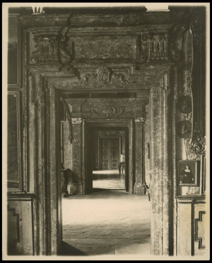 Амфіляда в Підгорецькому замку. Фото 1909 року