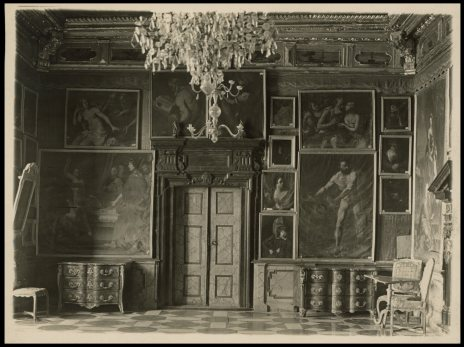 Багряна зала в Підгорецькому замку. Фото 1910 року