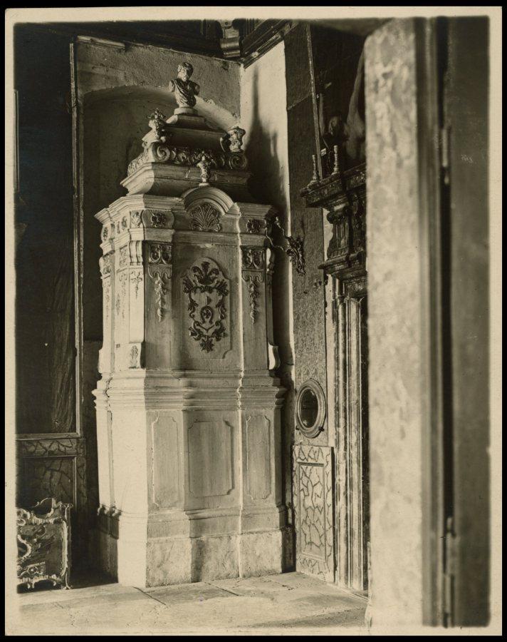Піч в Дзеркальній залі Підгорецького замку. Фото 1909 року