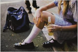 На Львівщині 14 – річна дівчинка потрапила до реанімації з алкогольним отруєнням