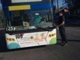 У Львові патрульні оштрафували водія тролейбуса за розмови по телефону