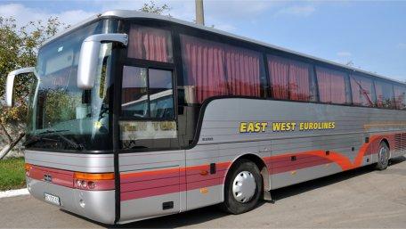 Один з автобусів АТП-14631, яке працює на ринку міжнародних пасажирських перевезень під брендом «East West Eurolines»