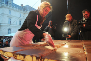 У суботу львів'ян пригощатимуть сирником вагою 100 кілограмів