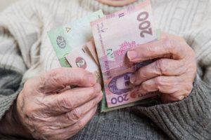 Неофіційно влаштованих українців позбавили пенсій