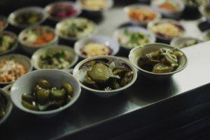 У центрі Львова відкрили їдальню, де можна поїсти за 20 гривень