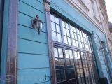 У Львові під час ремонту зіпсували старовинний фасад, де було легендарне кафе. Фото