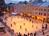 У центрі Львова встановили ковзанку