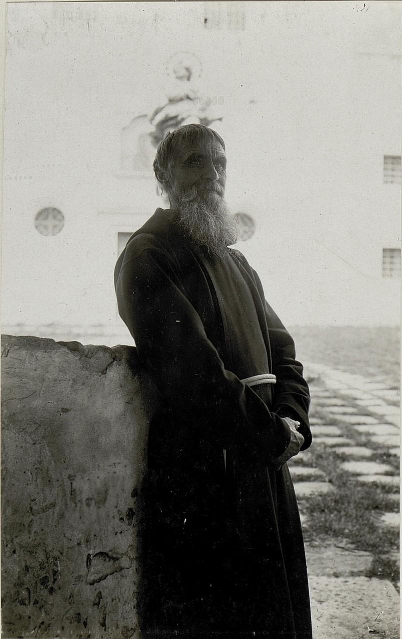 Монах з монастиря в Олесько. Галичина, початок 20 століття.