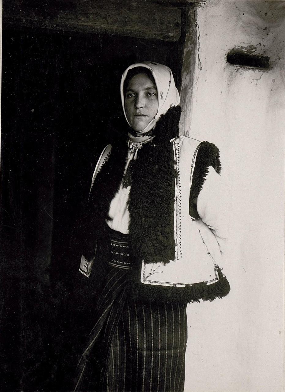 Русинська селянка в Кутах, Галичина, початок 20 століття.