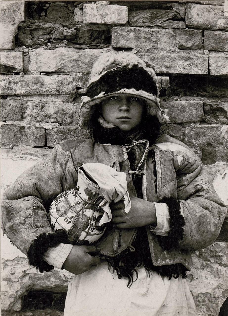 Русинський селянський хлопчик в Кутах, Галичина, початок 20 століття.