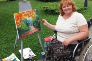 Львів'ян запрошують придбати картини, намальовані людьми з обмеженими можливостями. Фото