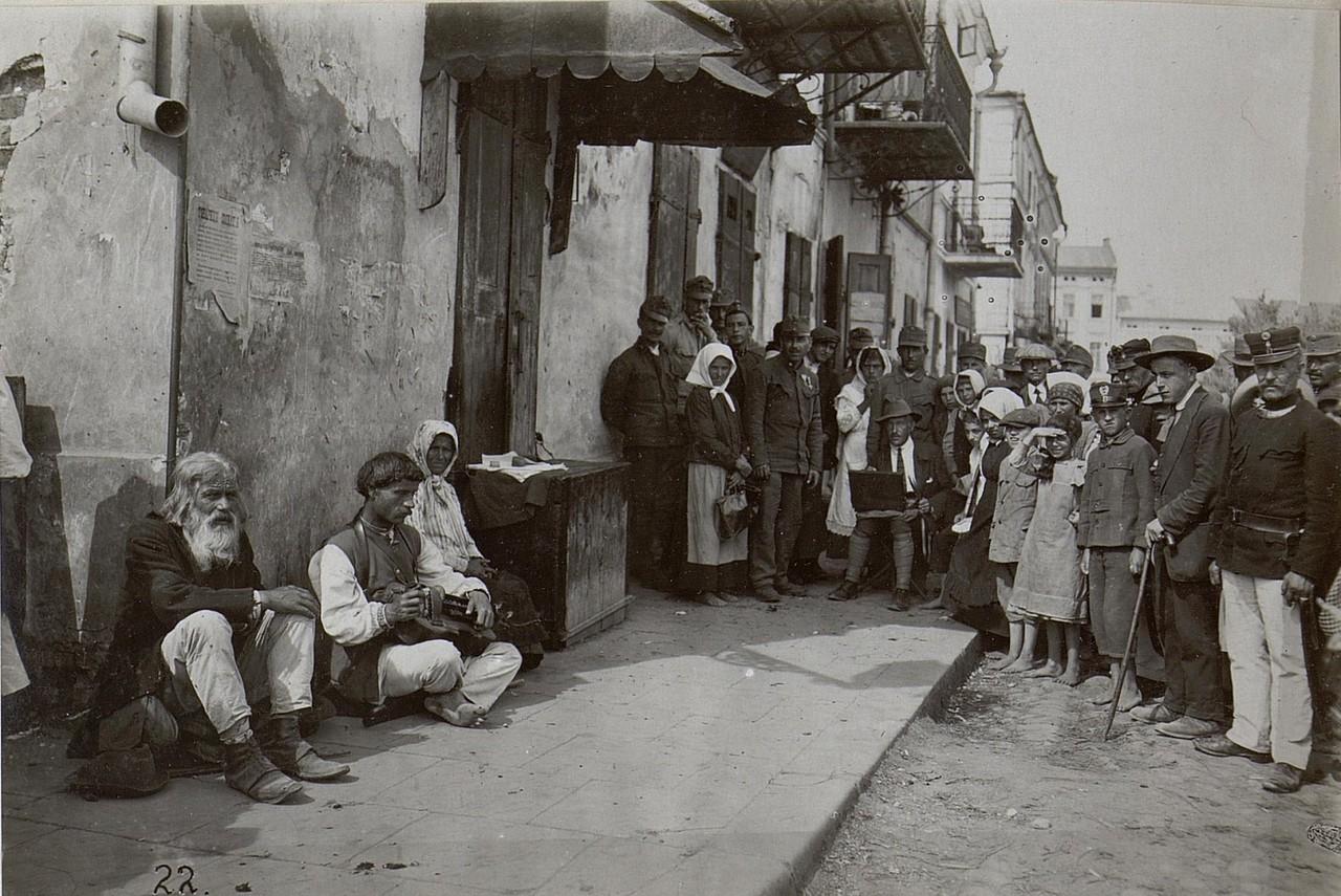 Жебраки в Коломиї. Галичина, початок 20 століття.