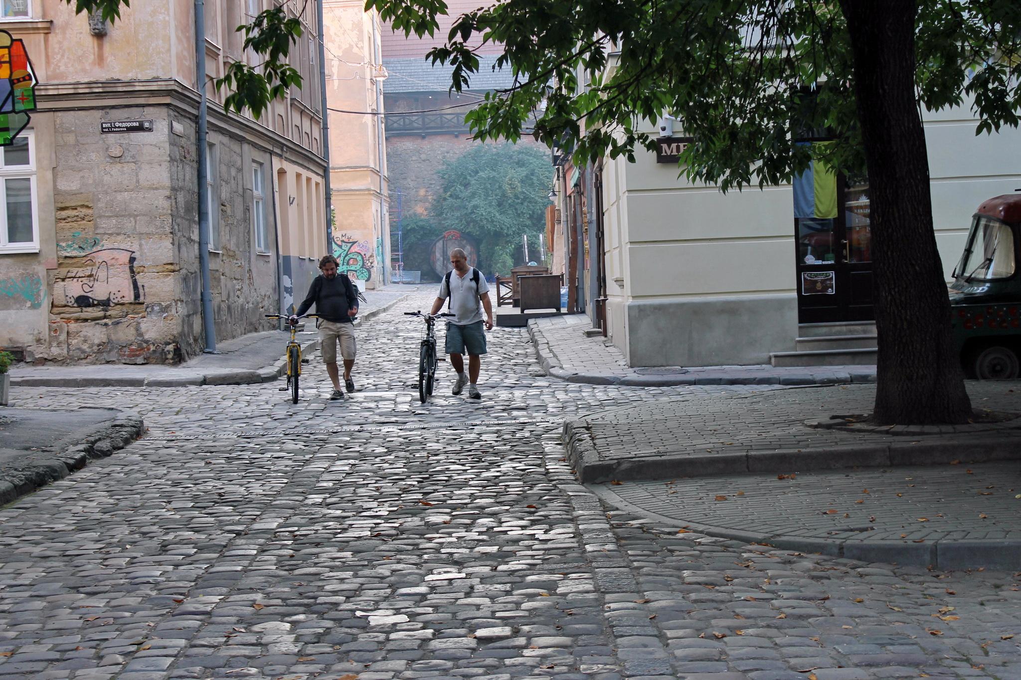 Багато львів'ян пересувається містом велосипедами