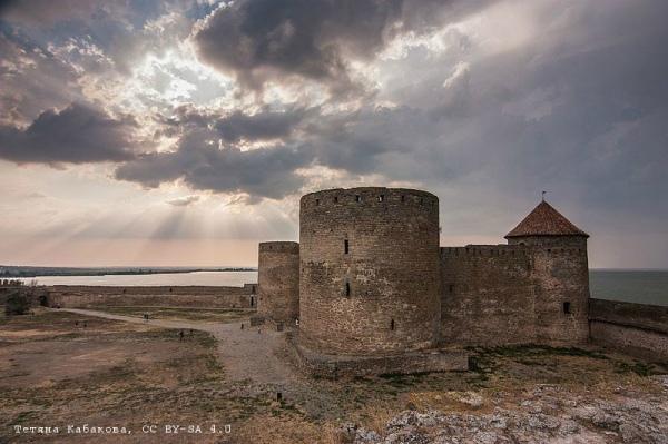 Генуезький замок за заході сонця, Білгород-Дністровський (Одеська область). Авторка фото — Тетяна Кабакова
