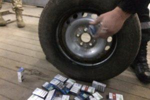 На Львівщині чоловік позбувся автомобіля через 600 пачок цигарок
