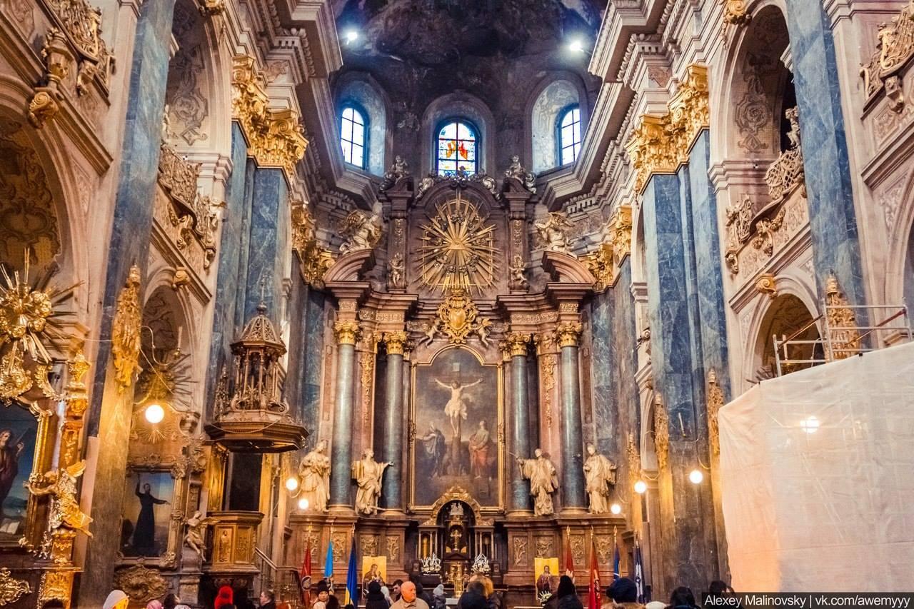 Інтер'єр Гарнізонного храму святих апостолів Петра і Павла