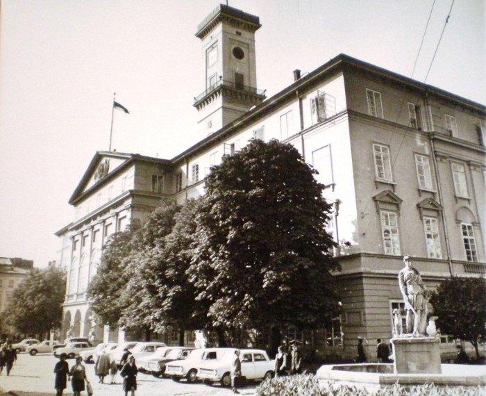 Площа ринок, львівська ратуша, фото 70-ті роки XX століття