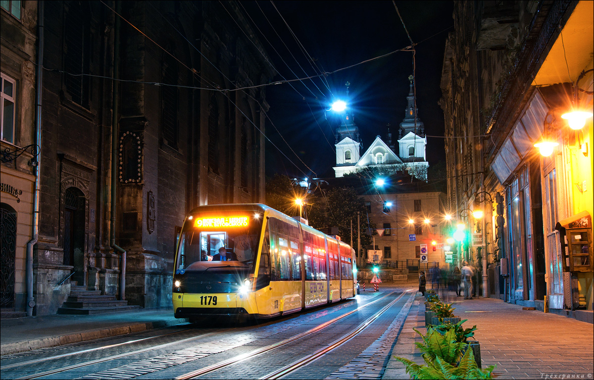 трамвай львів ніч
