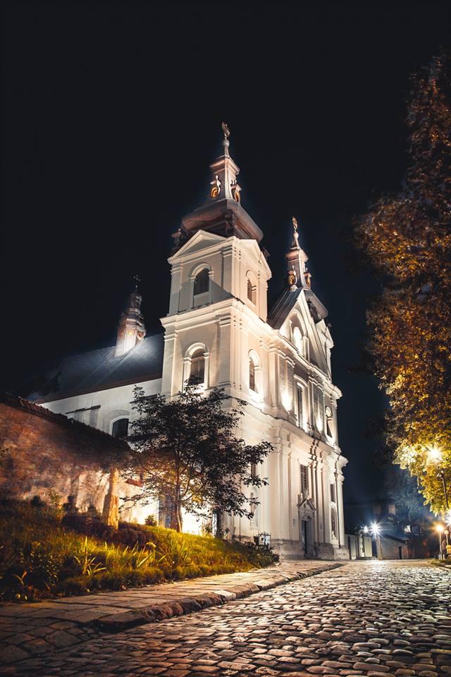 Церква Св. Михайла ввечері