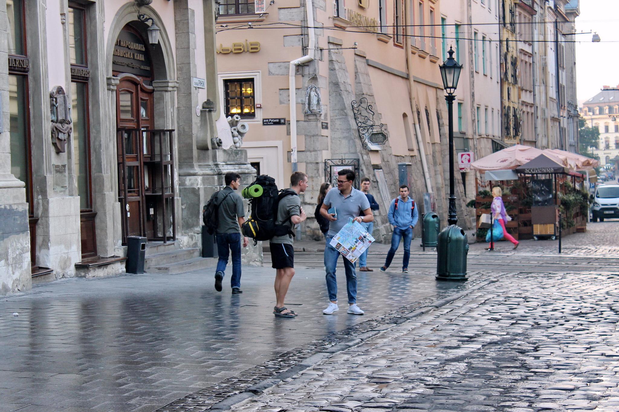 Туристів у Львові – хоч відбавляй