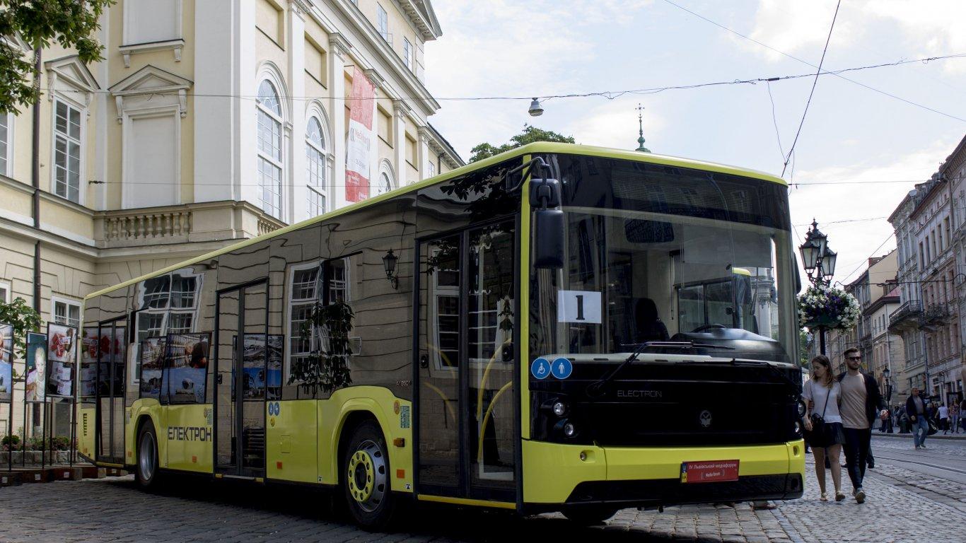 Крім того, на початку 2017 року комунальне АТП-1 отримає 55 низькопідлогових автобусів «Електрон», які Львів замовив у 2016 році.
