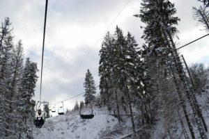 В Карпатах зависла канатна дорога з 52 лижниками
