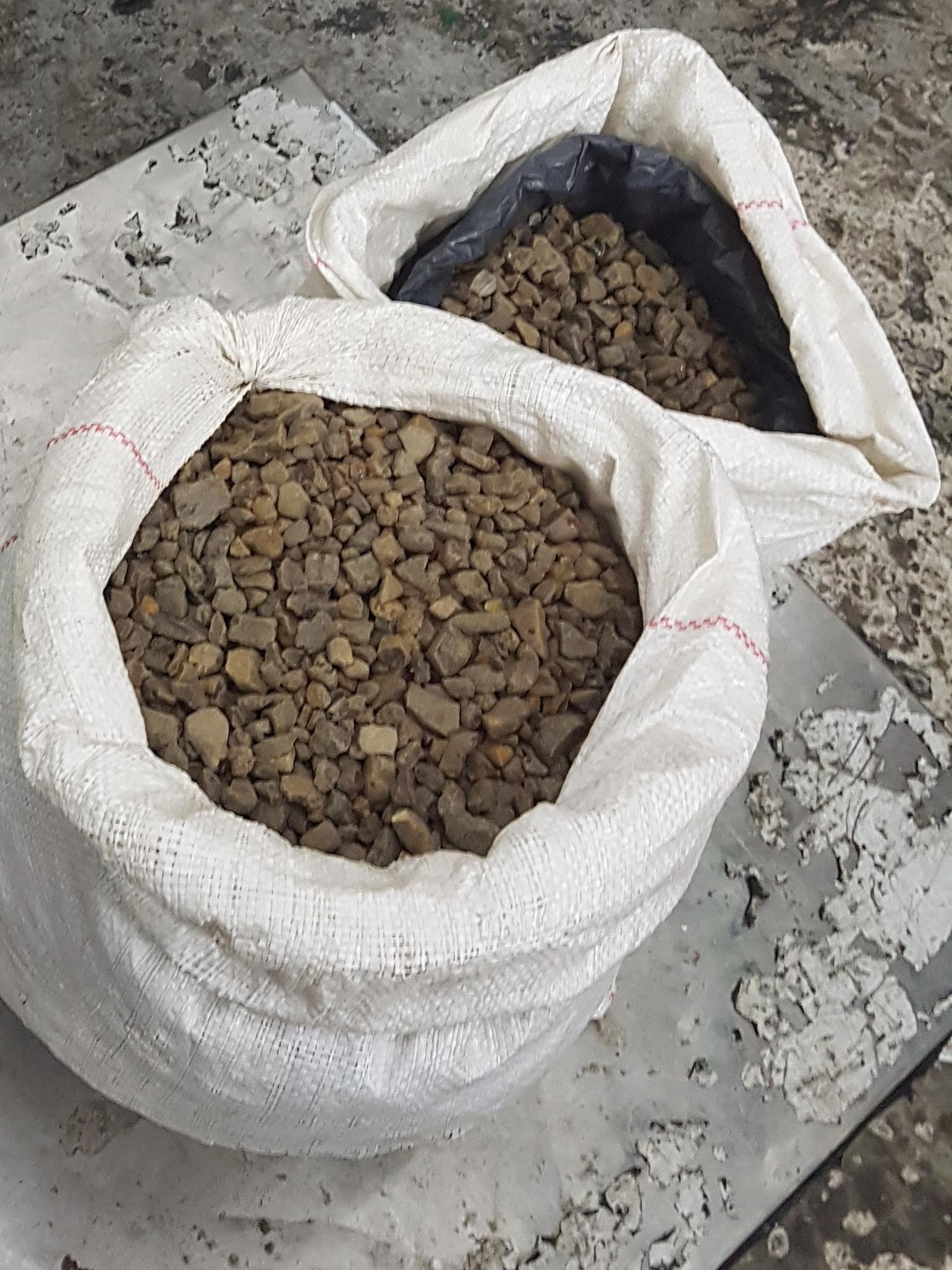 Працівники Львівської митниці вилучили понад 32 кілограми бурштину