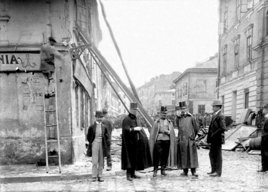 Бет Гамідраш на вул. Сянській №5 – друга зліва споруда, 1910 р.
