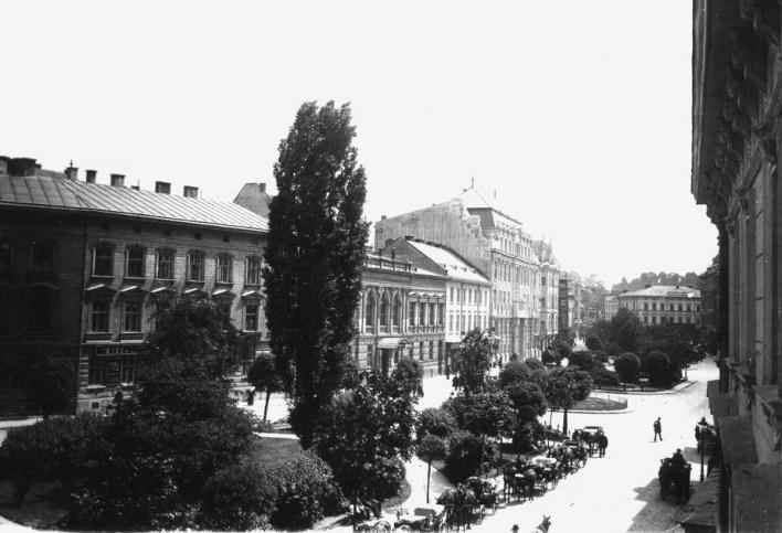 Бульвар проспекту Шевченка, створений Рерінгом після засклепіння Полтви. Фото кінця XIX – поч. XX ст.