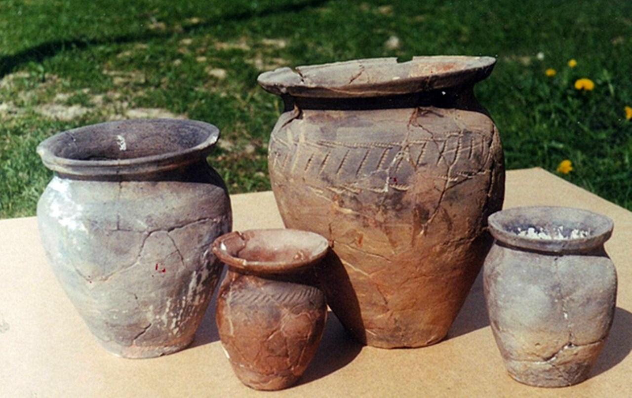 Глиняний посуд IX-X ст. © istoria.ko.net.ua