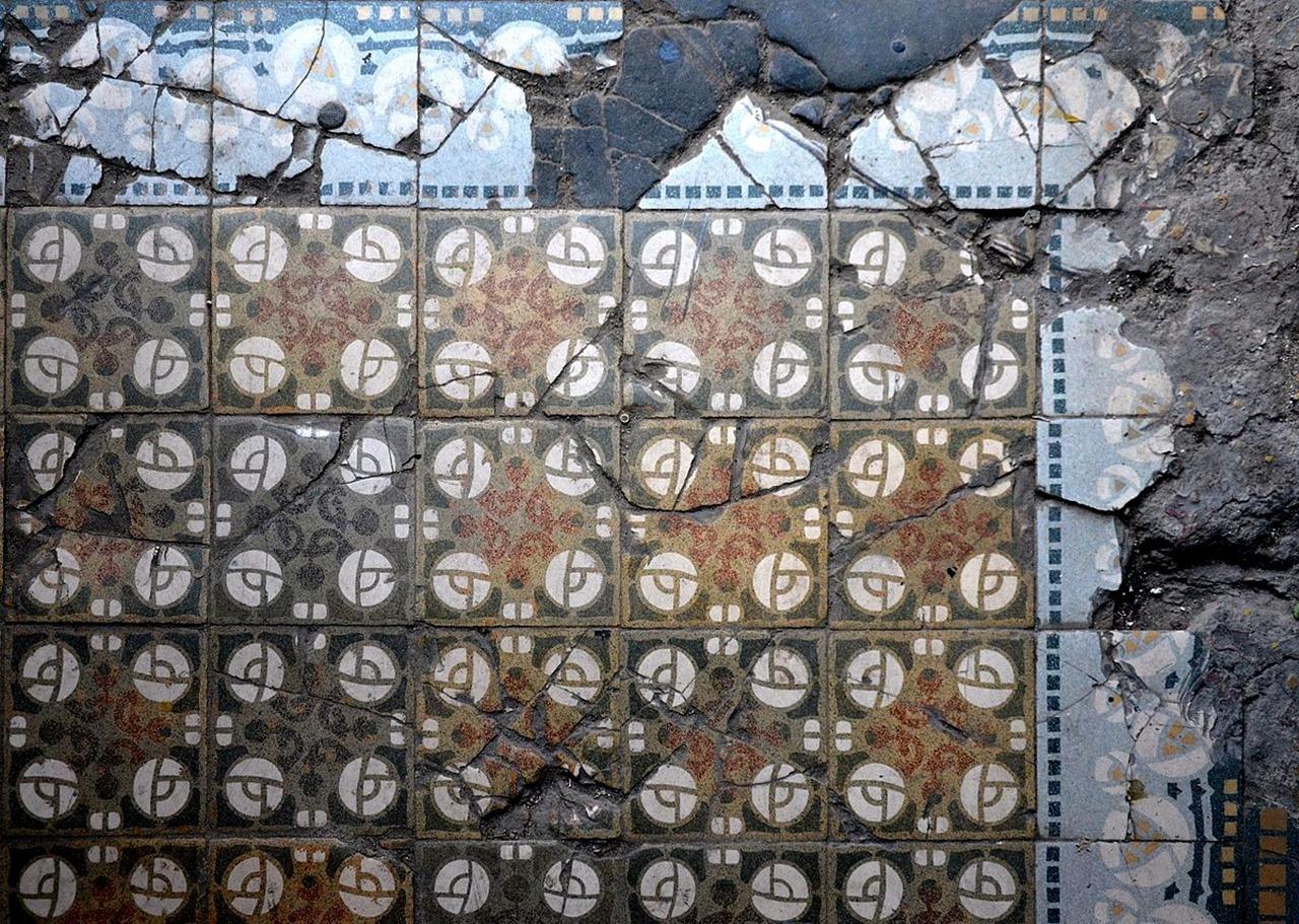 Плитка в будинку на вул. І. Франка №90
