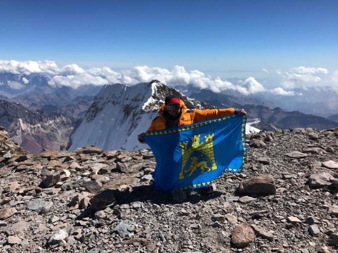 Найвищу гору Південної Америки тепер прикрашає прапор Львова