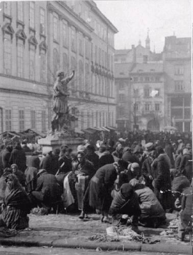 Львів, Площа Ринок. Фото 30-х рр. ХХ ст.