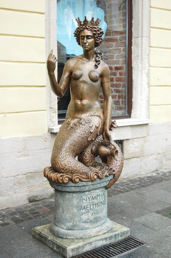 Пам'ятник німфі Мелюзині