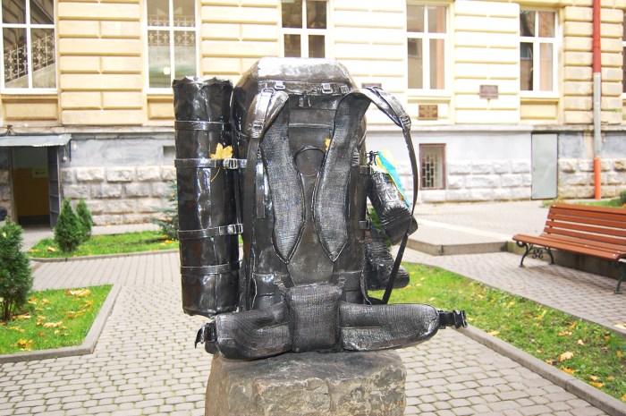 Пам'ятник рюкзаку