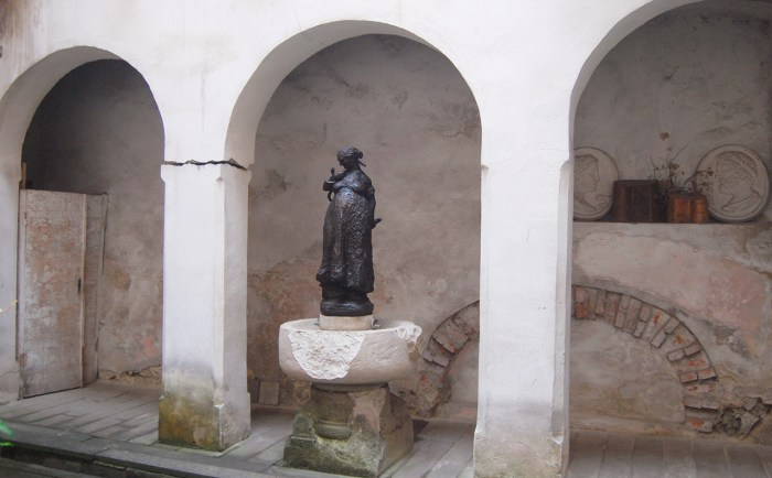 Пам'ятник відунці
