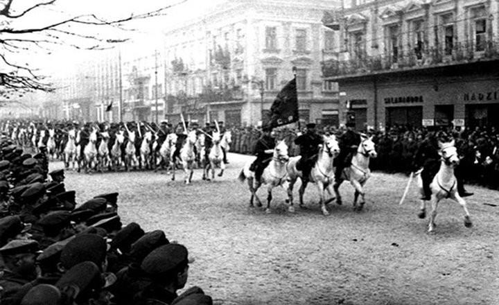 Радянська кавалерія на вулицях Львова. 1939 рік