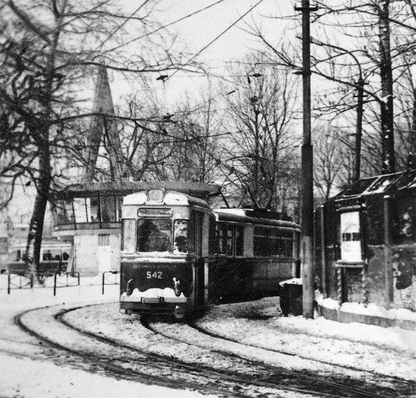 Трамвай біля головного залізничного вокзалу(1970-ті)