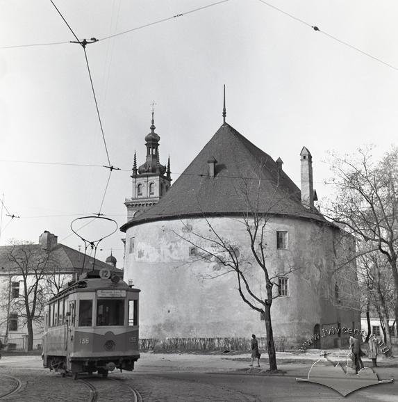 Трамвай за Пороховою вежею на маршруті до Високого замку (1910-ті)