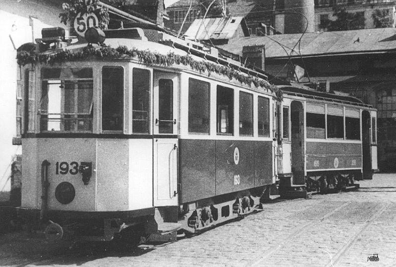 Трамвайний потяг із вагонів Lilpop/Sanok, прикрашений до 50-річчя львівського трамвая (31 травня 1944 року, німецька окупація Львова)