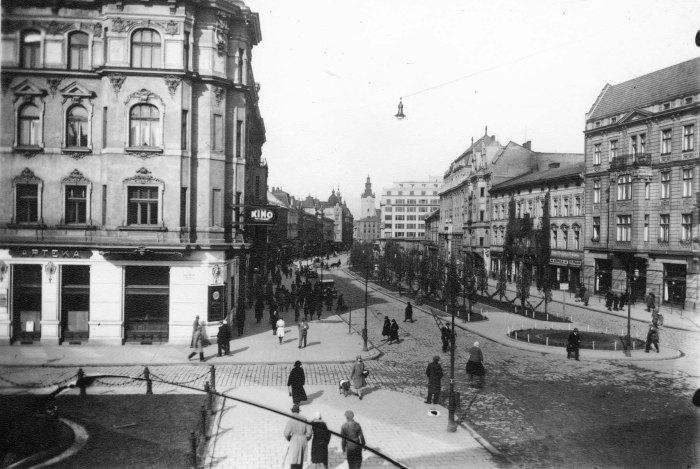 Вигляд на проспект Т. Г. Шевченка зі сторони пам'ятника М. Грушевському