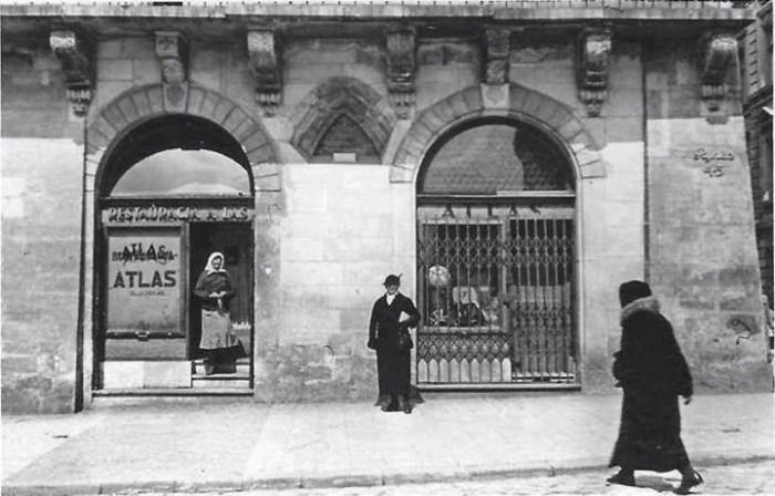 «Атляс» – найпопулярніша кнайпа Львова наприкінці ХІХ – на початку ХХ століття. Розташовувалася вона на площі Ринок, 45.