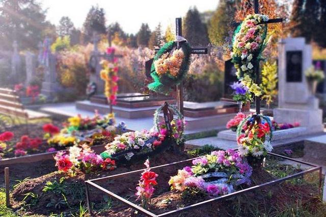 штучні квіти цвинтар